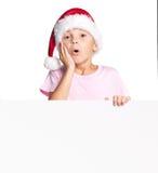 Menino no chapéu de Santa com placa Imagens de Stock Royalty Free
