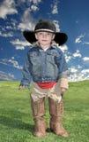 Menino no chapéu e nos carregadores de cowboy Fotografia de Stock Royalty Free