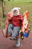 Menino no chapéu engraçado no campo de jogos das crianças Fotografia de Stock