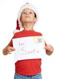 Menino no chapéu vermelho com letra a Santa - conceito do Natal do feriado de inverno Fotografia de Stock Royalty Free