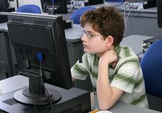 Menino no computador Fotos de Stock