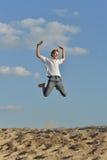 Menino no fundo do céu azul Fotos de Stock Royalty Free