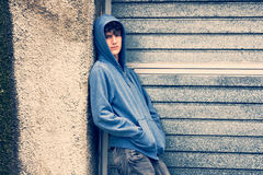 Menino no fundo urbano Imagem de Stock Royalty Free