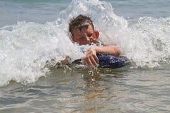 Menino no mar fotografia de stock
