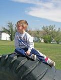 Menino no pneu. Fotografia de Stock Royalty Free