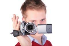 Menino no revestimento vermelho com câmera de HDV fotografia de stock royalty free