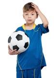 Menino no uniforme nacional ucraniano do futebol Imagens de Stock