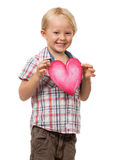 Menino novo bonito que guardara o coração do amor Fotografia de Stock Royalty Free