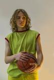 Menino novo com basquetebol fotografia de stock