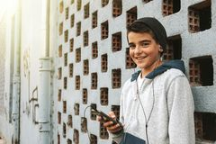 Menino novo com telefone celular Imagens de Stock Royalty Free