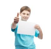 Menino novo feliz com uma folha de papel imagens de stock royalty free
