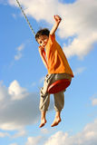 Menino novo no balanço chain Fotos de Stock
