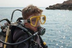 Menino novo no terno de mergulho Foto de Stock Royalty Free