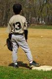 Menino novo que joga o basebol Imagens de Stock Royalty Free