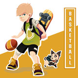 Menino novo que joga o basquetebol Criança surpreendente Fotografia de Stock Royalty Free
