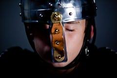 Menino novo que veste Roman Soldier Helmet Fotos de Stock Royalty Free