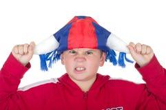 Menino ofendido em um capacete do ventilador foto de stock royalty free