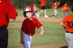 Menino pequeno bonito do basebol Fotos de Stock