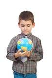 Menino pré-escolar que prende um globo fotos de stock