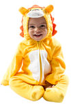 Menino preto da criança, vestido no terno do carnaval do leão, isolado no fundo branco. Zodíaco do bebê - Leão do sinal. Foto de Stock Royalty Free