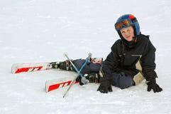 Menino que aprende esquiar Fotos de Stock Royalty Free