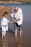 Menino que aprende pescar Fotografia de Stock