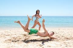 Menino que cai na praia Imagem de Stock