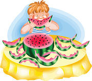 Menino que come uma melancia madura Imagem de Stock