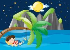 Menino que dorme pelo mar na noite Fotografia de Stock Royalty Free