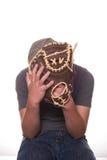 Menino que esconde atrás da luva de beisebol Fotografia de Stock