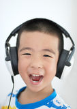 Menino que escuta a música Foto de Stock