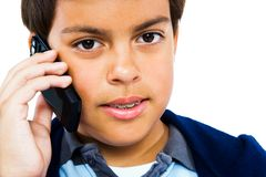 Menino que fala no telefone móvel Fotografia de Stock Royalty Free