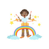 Menino que joga cilindros com a decoração do arco-íris e das nuvens Fotografia de Stock Royalty Free