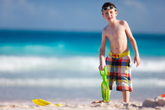 Menino que joga com areia Imagens de Stock