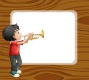 Menino que joga com seu trombone na frente do molde Imagem de Stock Royalty Free