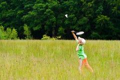 Menino que joga o badminton Fotos de Stock