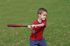 Menino que joga o basebol Fotos de Stock Royalty Free