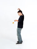 Menino que joga o io-io Foto de Stock