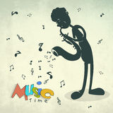 Menino que joga o saxofone para o conceito da música Fotos de Stock Royalty Free