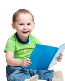 Menino que lê um livro Foto de Stock