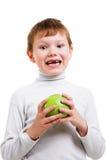 Menino que mostra seus dentes de leite faltantes Imagem de Stock Royalty Free