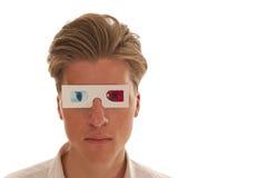 Menino que olha através dos vidros do filme 3d Fotografia de Stock
