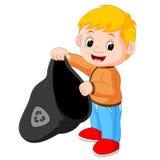 Menino que segura um saco de lixo plástico ilustração stock