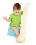 Menino que senta-se em um urinol Foto de Stock Royalty Free