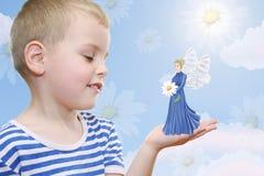 Menino que sonha sobre o fairy fotos de stock royalty free