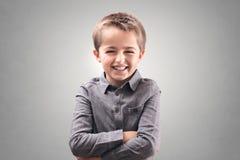 menino que sorri e que ri imagem de stock