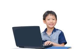Menino que usa o laptop Foto de Stock Royalty Free
