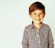Menino real bonito pequeno no gesto branco u próximo de sorriso do fundo Imagem de Stock Royalty Free