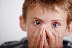 Menino Sneezing Imagens de Stock Royalty Free