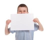 Menino sorrido com papel vazio Fotos de Stock Royalty Free